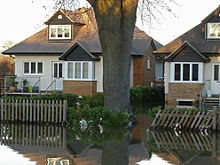 Flooded_houses,_Chertsey_(geograph_3812479)